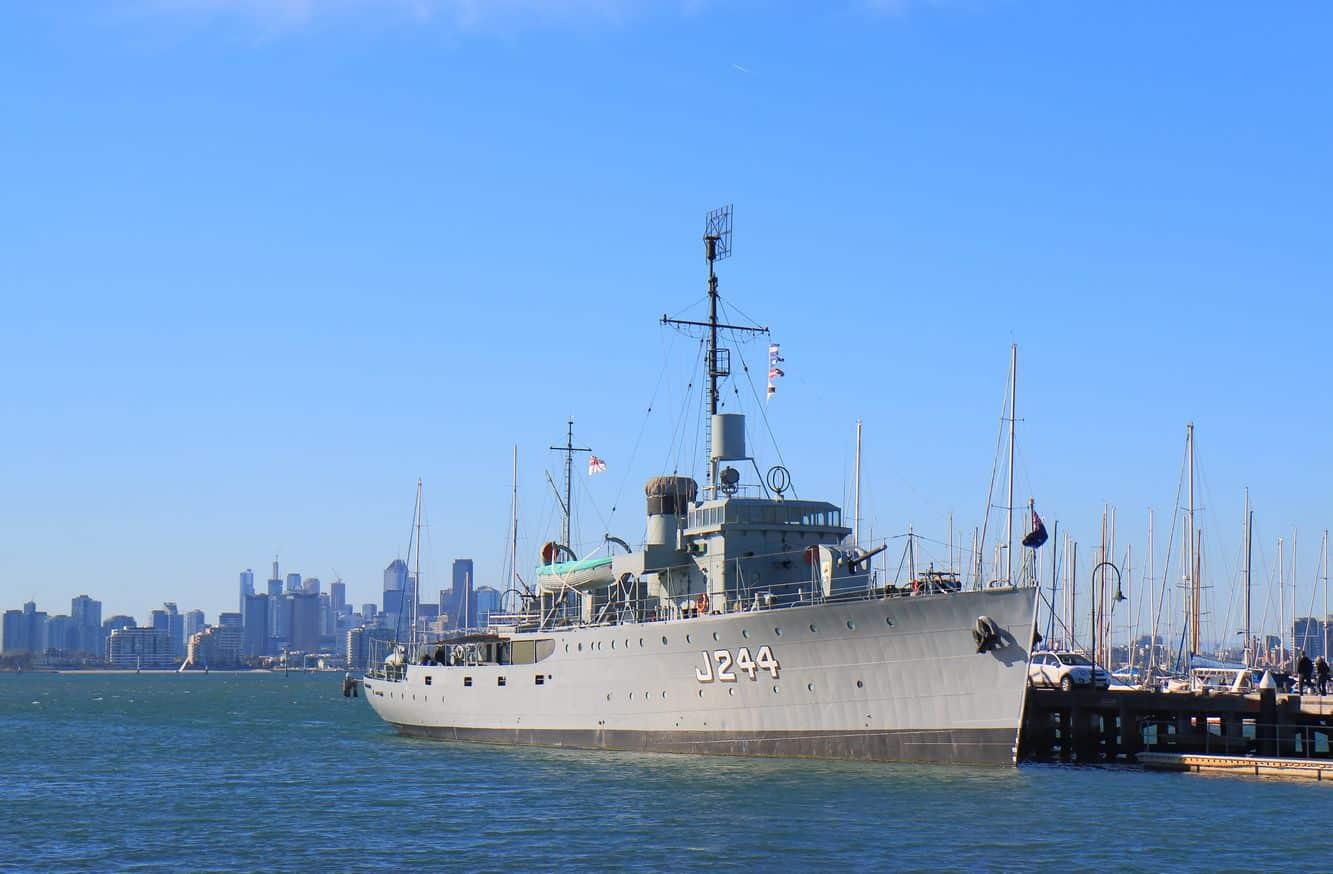 HMAS Castlemaine 01